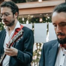 Dave an der Gitarre und Joscha am Bass