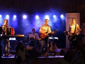 FREISTAAT LIVE spielt Firmenjubiläum / Betriebsfeier, Geburtstag, Hochzeit, Open Air / Festival, Sommerfest, Stadtfest, Tanzball / Gala, Vereinsfest, Volksfest / Zeltparty und Weihnachtsfeier