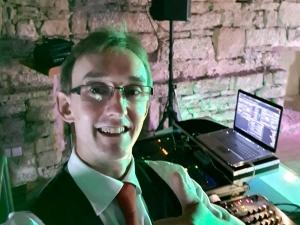 DJ Andy - Hochzeits und EVENT DJ spielt Club / Disco, Firmenjubiläum / Betriebsfeier, Geburtstag, Hochzeit, Open Air / Festival, Sommerfest, Stadtfest und Volksfest / Zeltparty