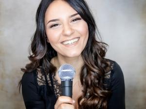 Sängerin Sarah spielt Firmenjubiläum / Betriebsfeier, Geburtstag, Hochzeit, Kirche / Sakral, Sommerfest, Taufe, Trauerfeier, Trauung, Vereinsfest und Weihnachtsfeier