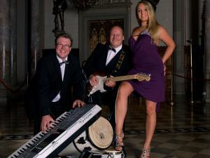Prestige - Tanz und Hochzeitsband mit internationalem Repertoire