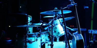 Ich suche als einzelner Schlagzeuger Anschluss an eine Band.