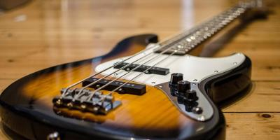 Suche linkshänder Gitarristen / Bassisten mit Gesang für internationales Beatles Projekt