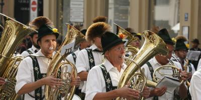Blasmusik Blaskapelle mit Blasinstrumenten