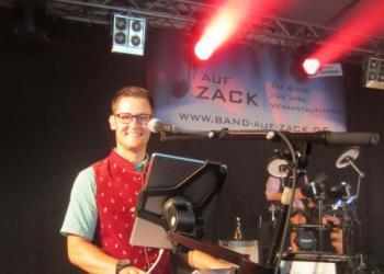 Tobi spielt Keyboard, Piano/Flügel, Akkordeon / Steirische, Bühnentechniker und Soundtechniker