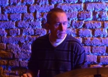 Markus Halder spielt Drums