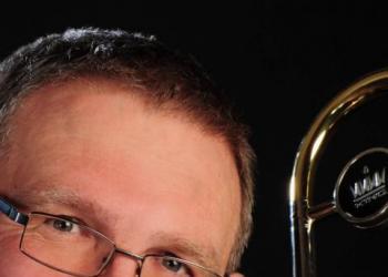 Dieter spielt Posaune, Keyboard, Gesang, Alphorn und Bariton