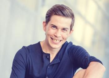 Christian Müller spielt Akkordeon / Steirische