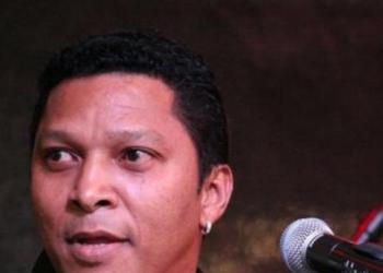 Lino spielt E-Bass, Gesang, Gitarre, Keyboard und Soundtechniker