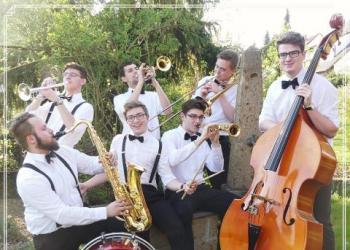 The Swinging Jangos spielt Gesang, Trompete, Saxofon Alt, Saxofon Tenor, Posaune, Kontrabass, Keyboard, Drums, Klarinette und E-Bass
