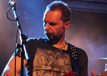 Matthias spielt Gitarre