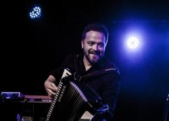 Christopher Schröck spielt Akkordeon / Steirische, Piano/Flügel und Keyboard