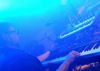 Keyboardralf  spielt Keyboard, Orgel und Piano/Flügel