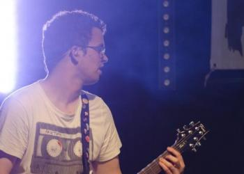 Daniel Seidl spielt Gitarre, Recording, Soundtechniker und Lichttechniker