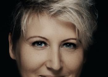 Patricia Music spielt Gesang, Geige und Keyboard