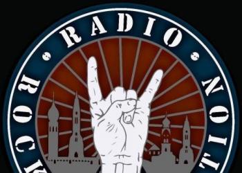 Radiorockrevolution spielt Drums, Gitarre und Gesang