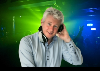 DJ MEIKEL spielt Mixing Tables