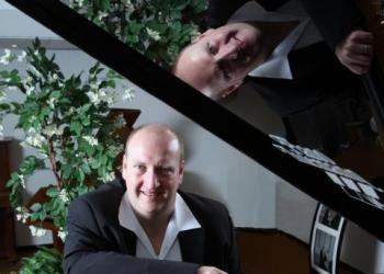 Michael Fischer spielt Keyboard, Akkordeon / Steirische, Gesang, Piano/Flügel und Orgel