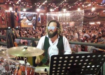 Schlagzeuger auf dem Münchner Oktoberfest im Augustiner Festzelt