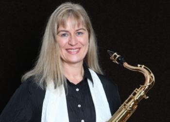 Sigrid spielt Saxofon Tenor und Saxofon Alt